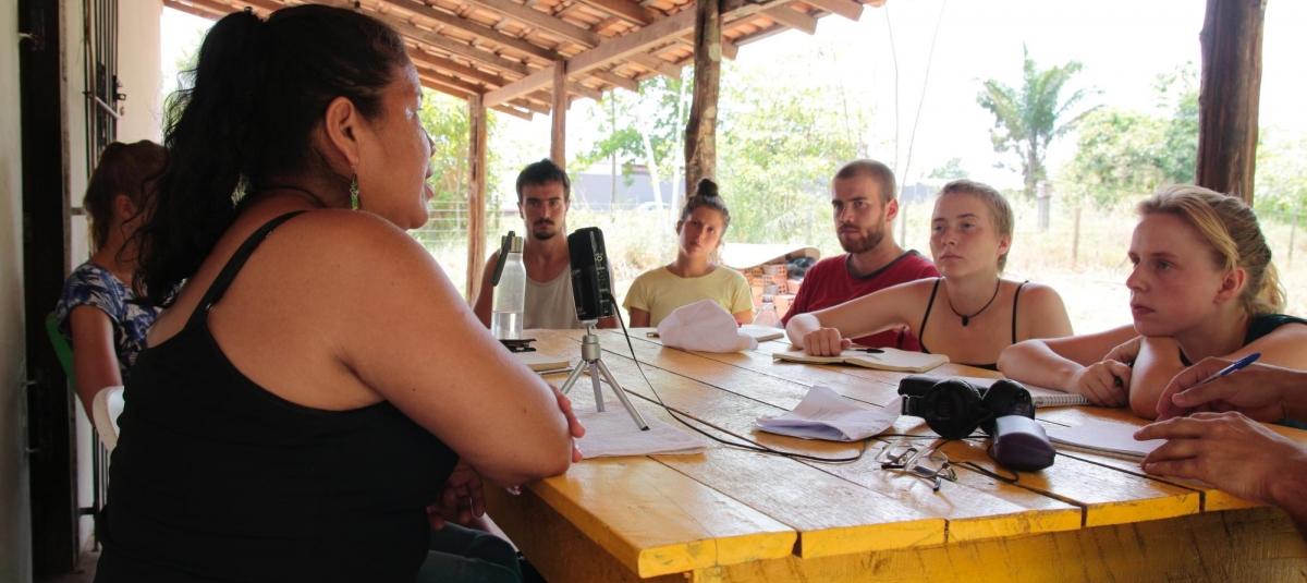 Foto: Sandra Amori fra quilombolaen Sao Joao møter LAG-brigadister i Barcarena