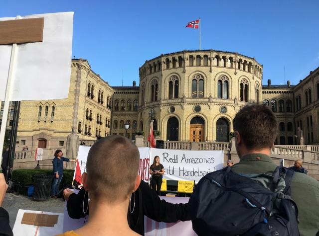 Foto: Demonstrasjon foran Stortinget mot frihandelsavtale med MERCOSUR, 29. august 2019